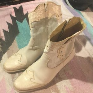 Dr Scholls 7.5 Brazil ivory cowgirl boots original